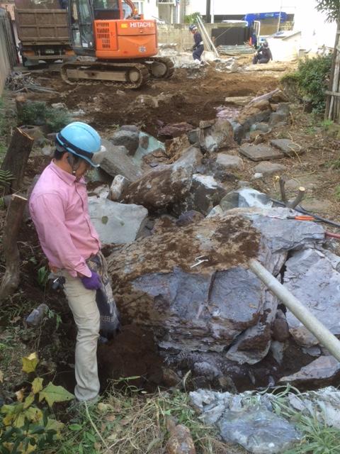 工事現場での石の解体