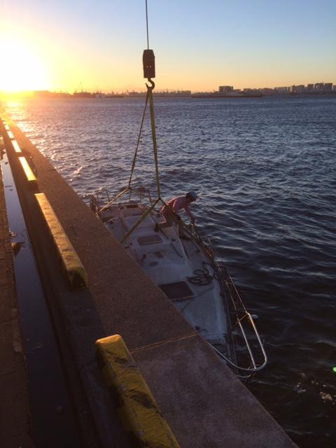 東京湾でのヨット引き揚げ