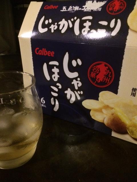 白ワインとチップス