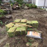埼玉県にて高麗芝の敷設作業