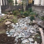 日野市石割後の自然石の撤去
